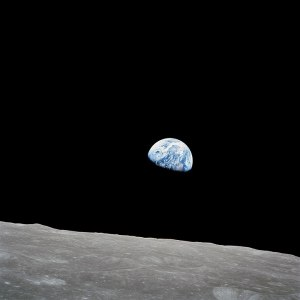 720px-NASA-Apollo8-Dec24-Earthrise